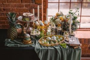 Sage green słodki stół