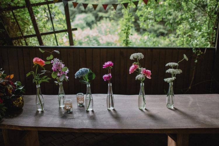 transparetne butelki z kwiatkami